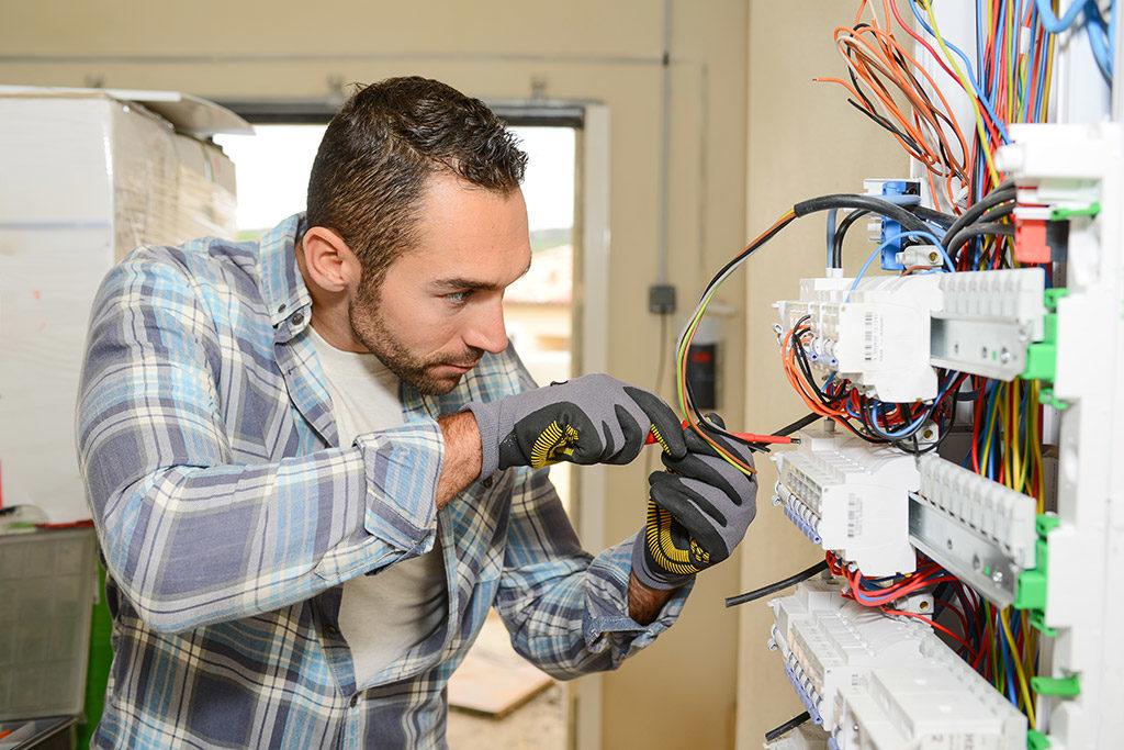Comment trouver un bon électricien